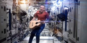 Astronaut-Chris-Hadfield_Space-Oddity